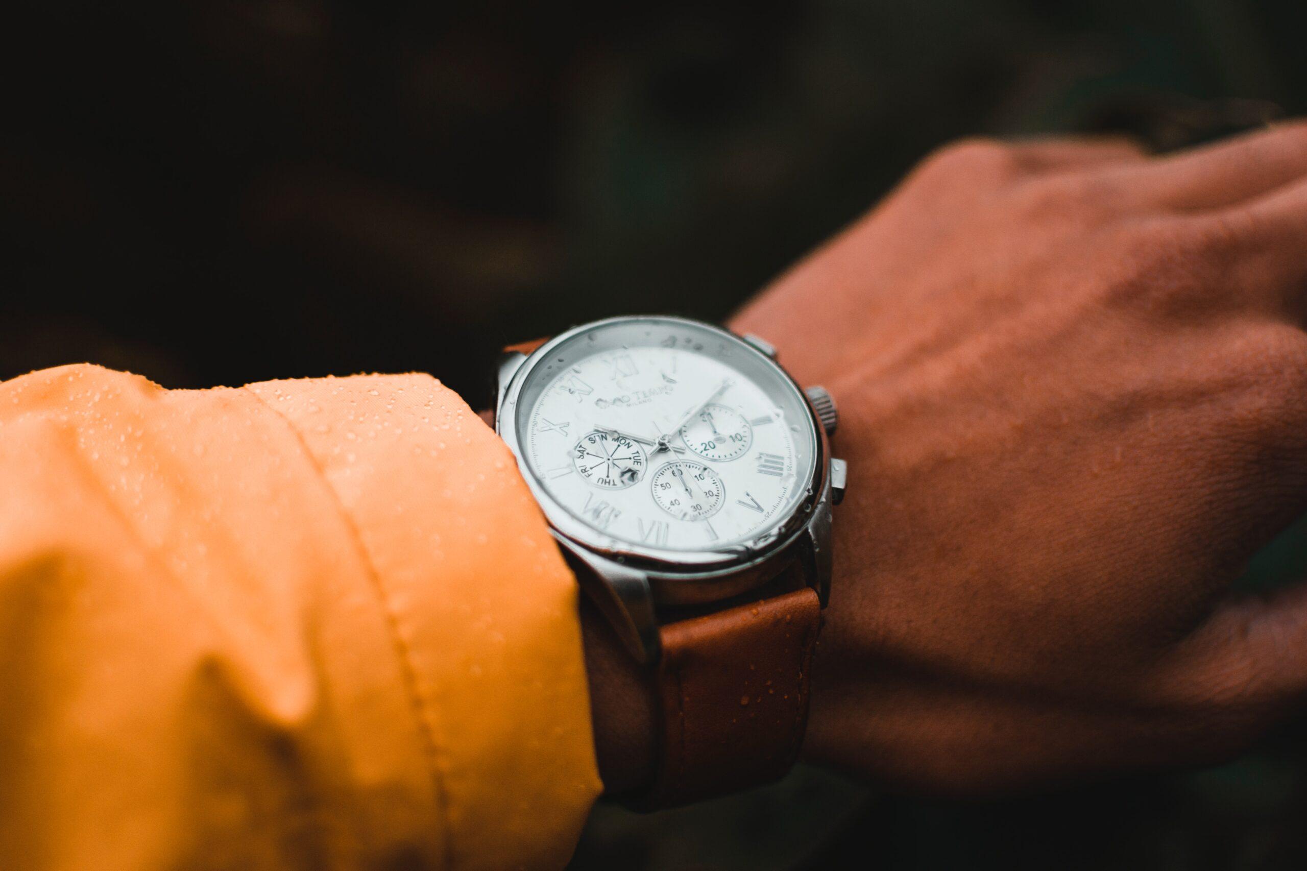 Luksusowy zegarek używany – czy warto go kupić?